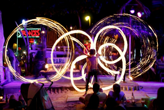 fire show in koh phi phi thiland