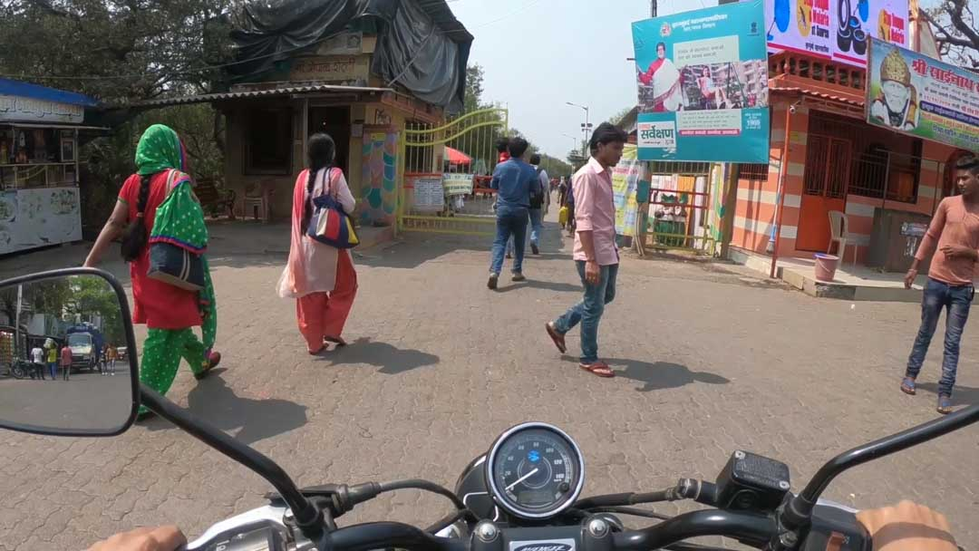 female motovlogger in india solo motorcycle ride aratis life r90