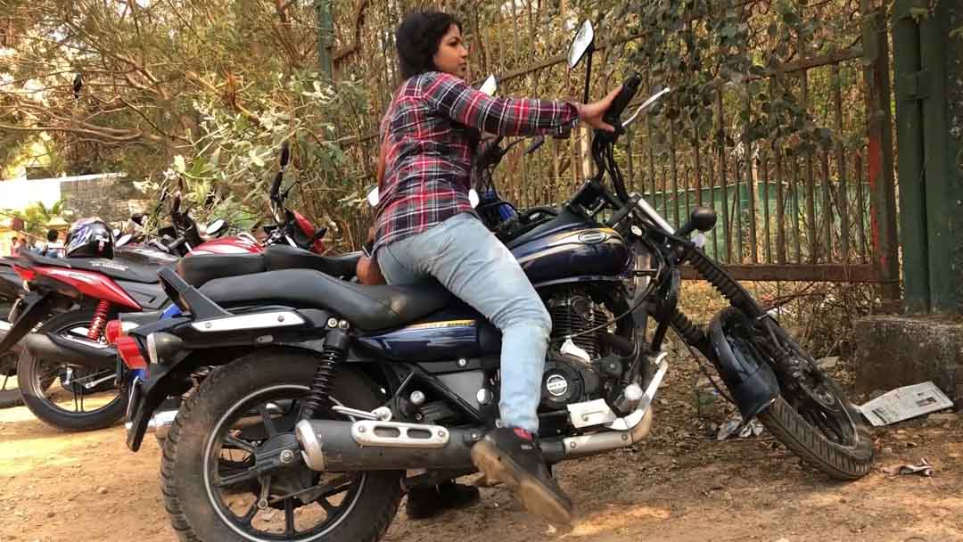 female motovlogger in india solo motorcycle ride aratis life45