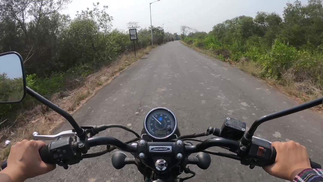 female motovlogger in india solo motorcycle ride aratis life7